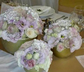 01-esküvöi-dekoráció-menyasszonyi-csokor-koszorúslány-csuklódísz-virág-eger